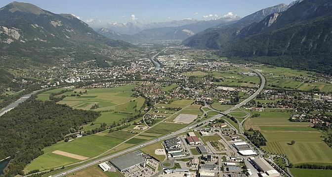 Une vall e de haute savoie face la crise de l automobile - Meubles de montagne haute savoie ...