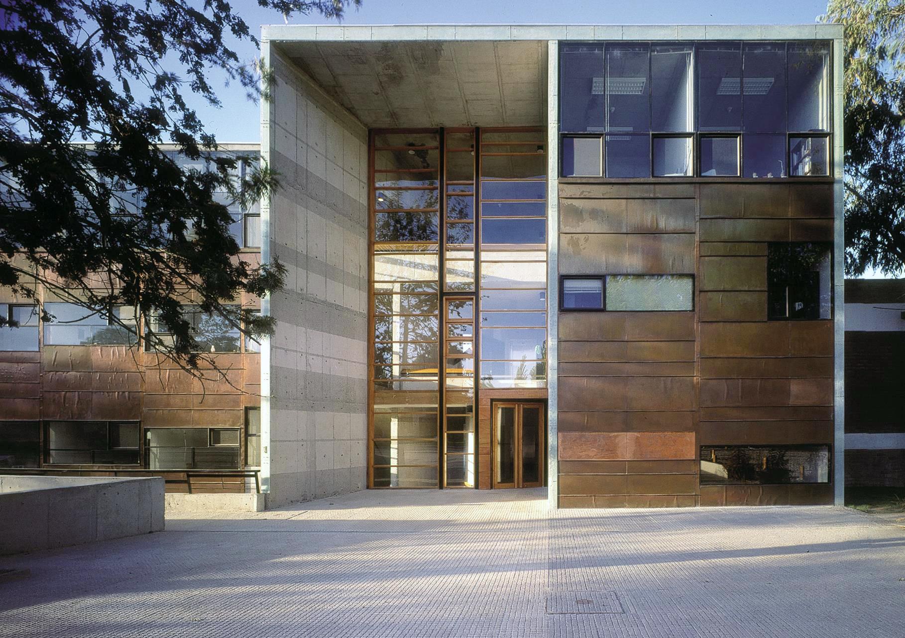 L 39 architecte alejandro aravena remporte le prestigieux for Prix architecte