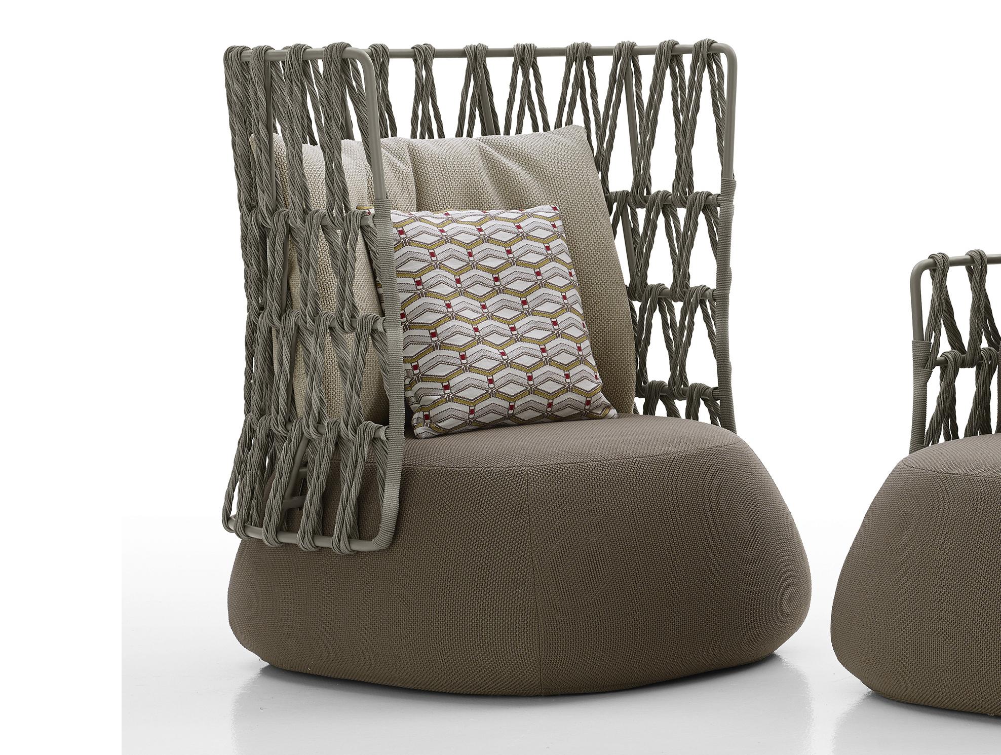 assis dehors le temps. Black Bedroom Furniture Sets. Home Design Ideas