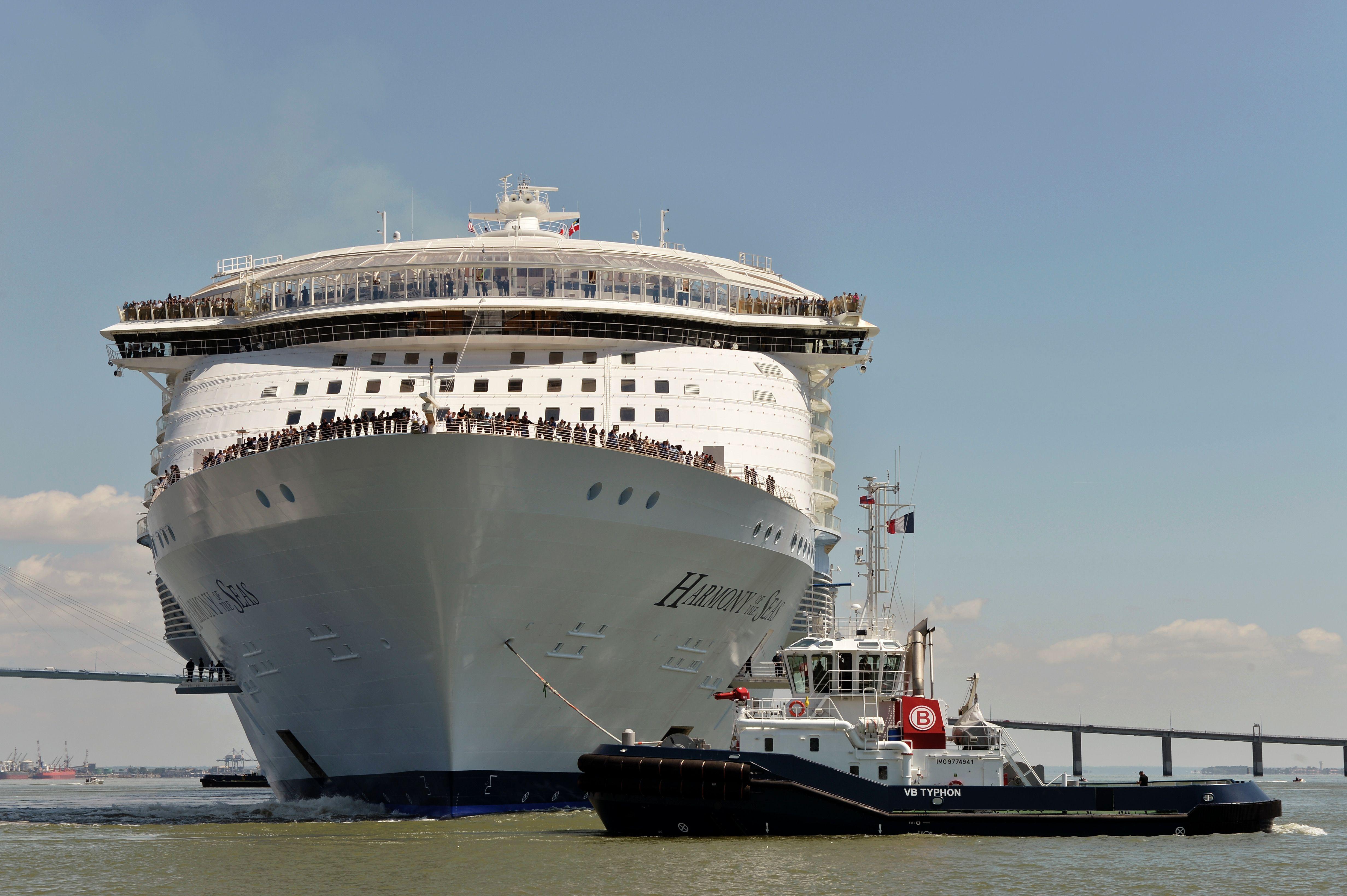 bateau 8000 personnes
