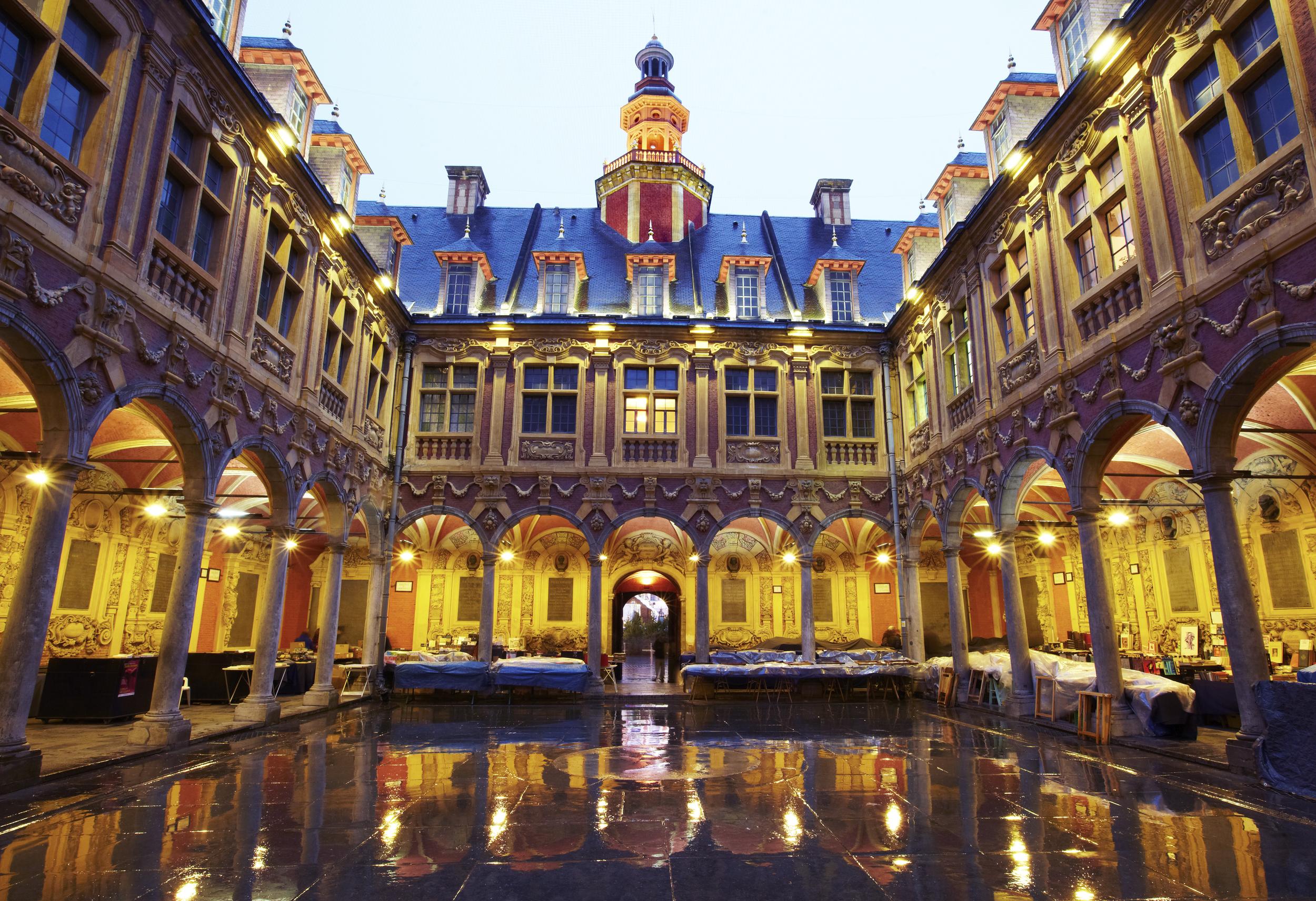 Lille en 11 tapes le temps for Architecture flamande