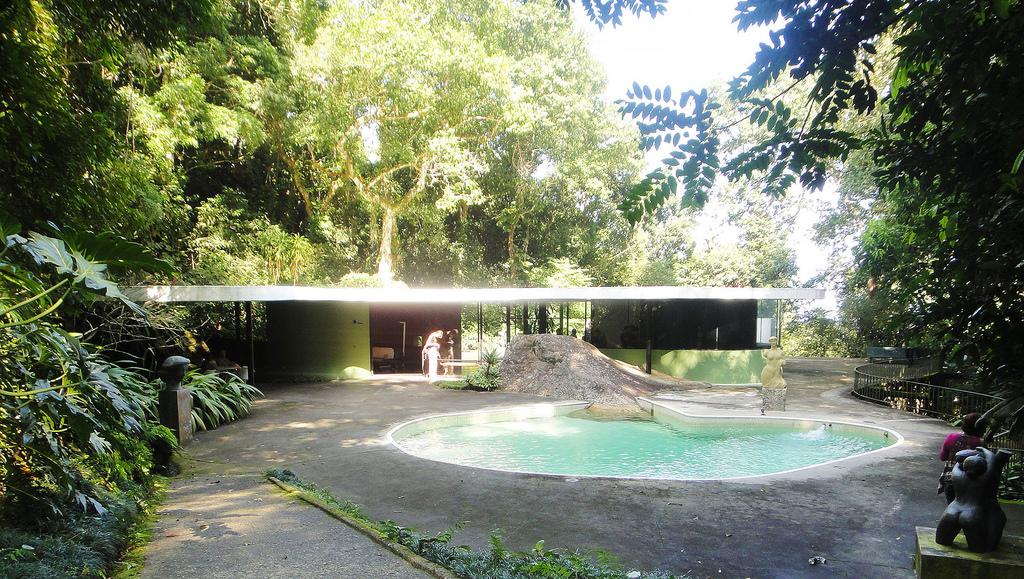 Oscar Niemeyer Fotos 18 besides Thread26860 additionally Oscar niemeyer besides Arquitetura Moderna further Gallery Oscar Niemeyers Cathedral Of Brasilia Photographed By Gonzalo Viramonte. on oscar niemeyer house
