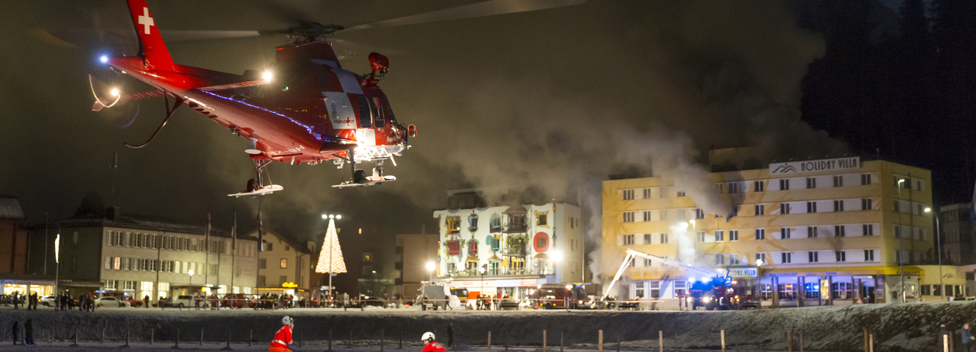 Un h tel quatre toiles ravag par le feu arosa gr a for Hotel quatre etoiles