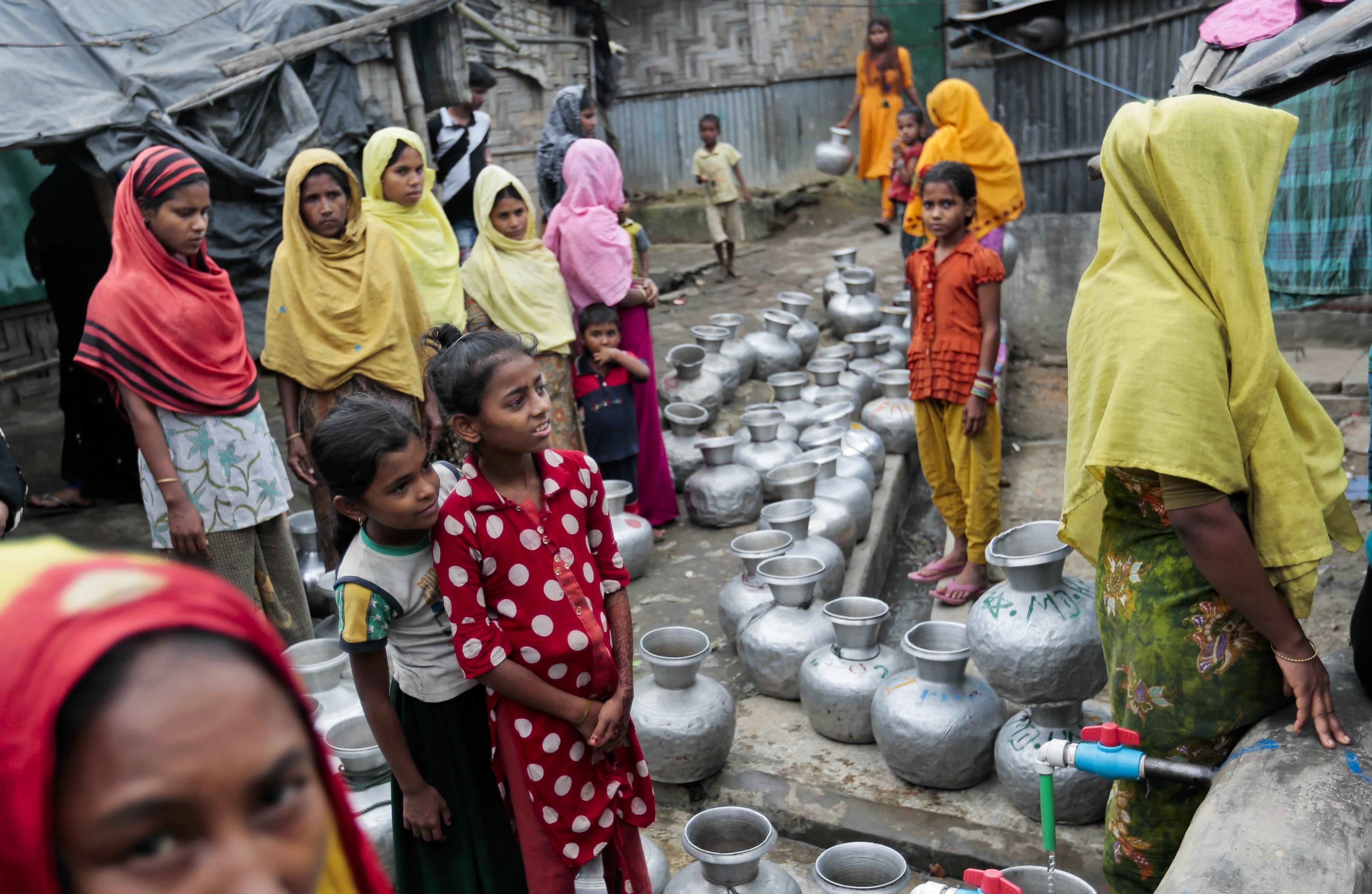 Exactions sur des Rohingyas en Birmanie: des policiers arrêtés
