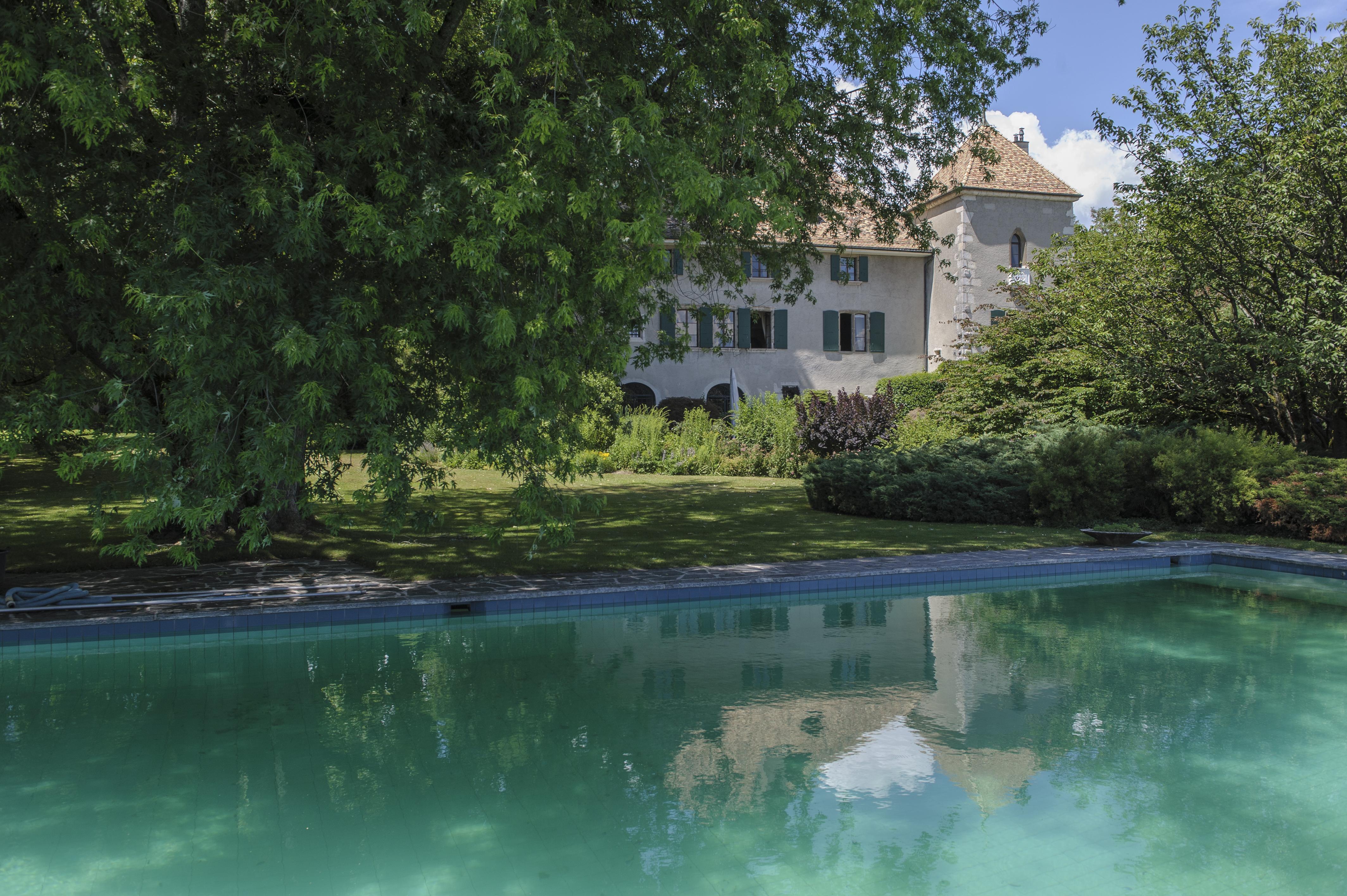 Le Chateau De Gingins Maison De Famille De Luxe Le Temps
