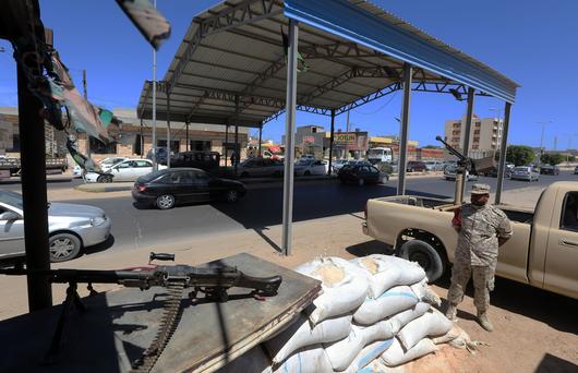 Checkpoint contrôlé par une milice libyenne à Sabratha, 11 septembre 2017. (AFp)