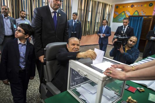 Algérie -Abdelaziz Bouteflika, du séduisant diplomate à l'encombrante statue File74quw7t1cp01gviv6jwo.jpg