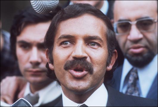 Algérie -Abdelaziz Bouteflika, du séduisant diplomate à l'encombrante statue File74qi01ejbk913s1p4cks.jpg