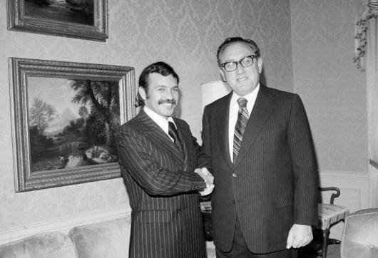 Algérie -Abdelaziz Bouteflika, du séduisant diplomate à l'encombrante statue File74qigycceexc9nzrd10.jpg