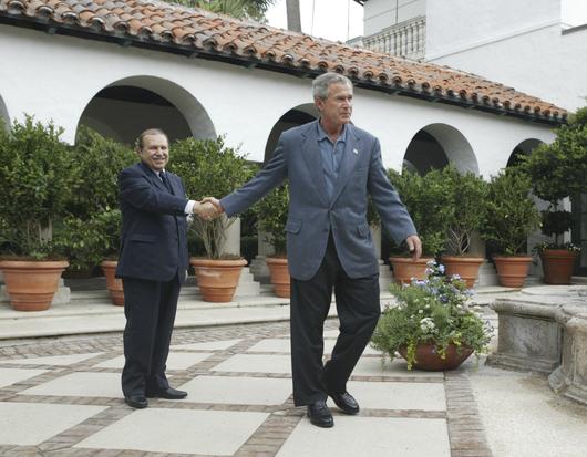 Algérie -Abdelaziz Bouteflika, du séduisant diplomate à l'encombrante statue File74qiicmp7ed1313d0cnu.jpg