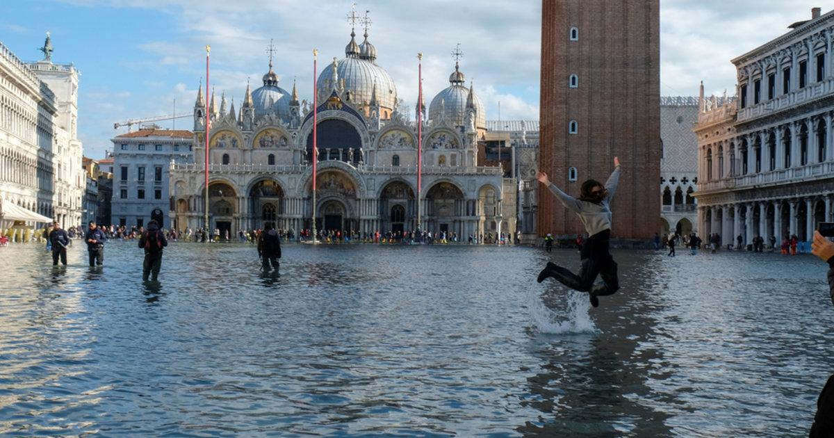 Venise coule sous l'«acqua alta», et les polémiques enflent