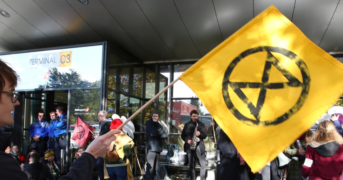 Extinction Rebellion bloque une partie de l'aéroport de Genève