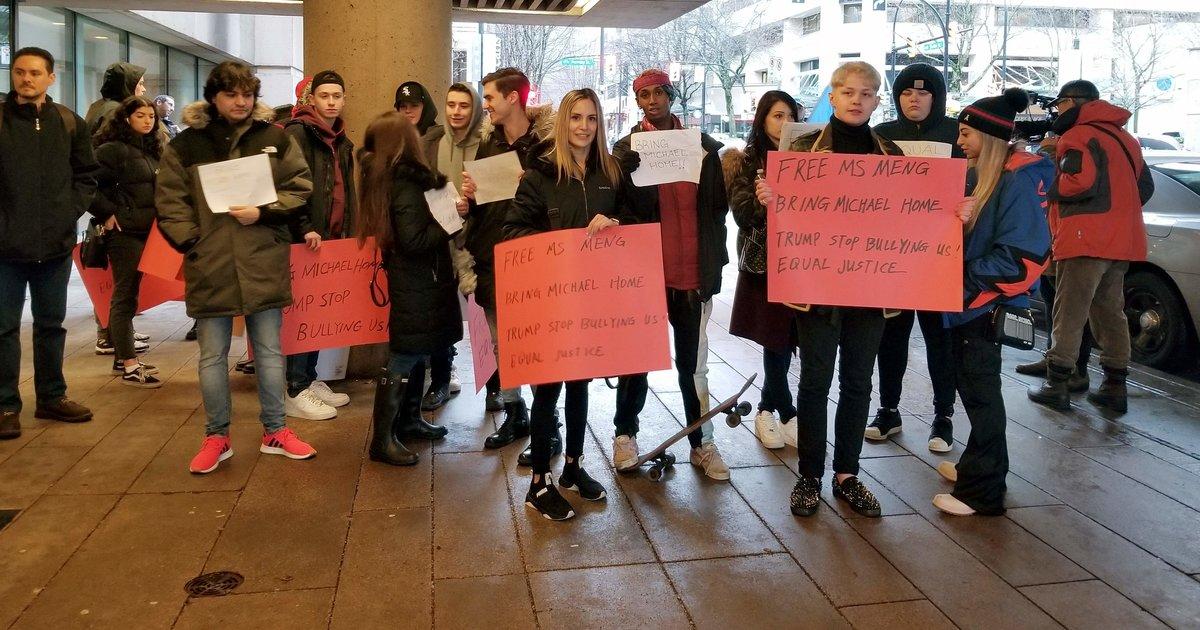 Embauchés comme figurants, des Canadiens se retrouvent dans une manifestation de soutien à Huawei